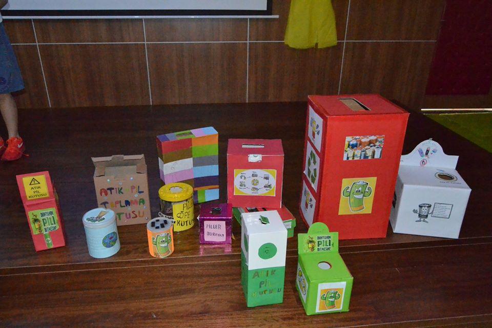 3-A sınıfımız pil dönüşüm kutuları
