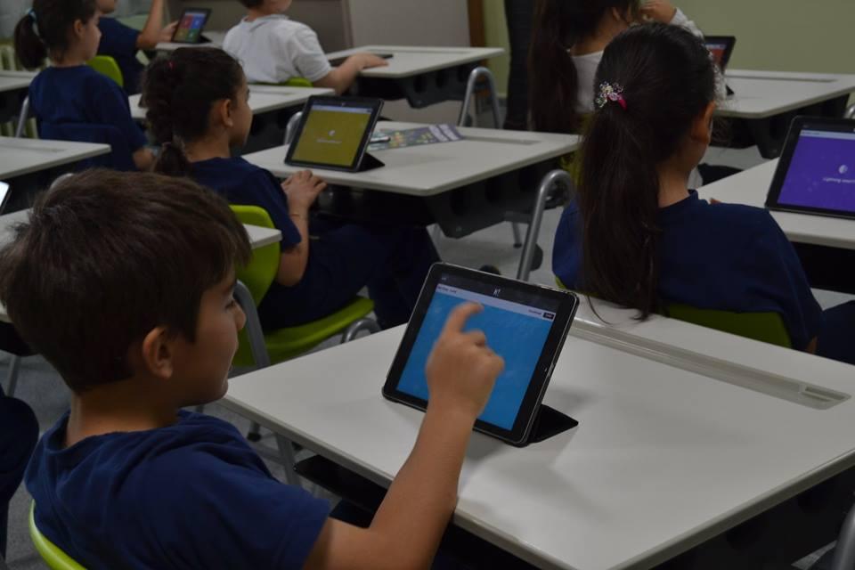 2-A sınıfı öğrencilerimiz tablet sınıfında